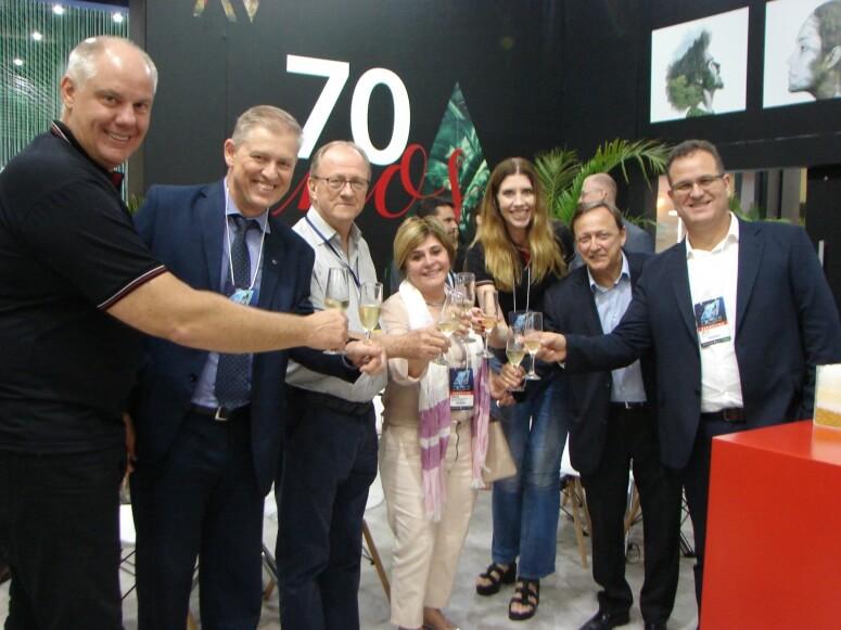 Artecola comemora 70 anos com colaboradores e acionistas